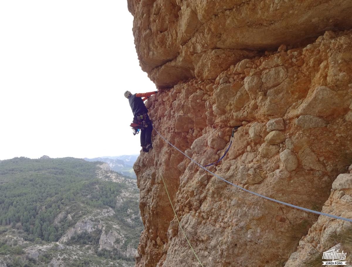 Mas – Colomer a les Roques deBenet